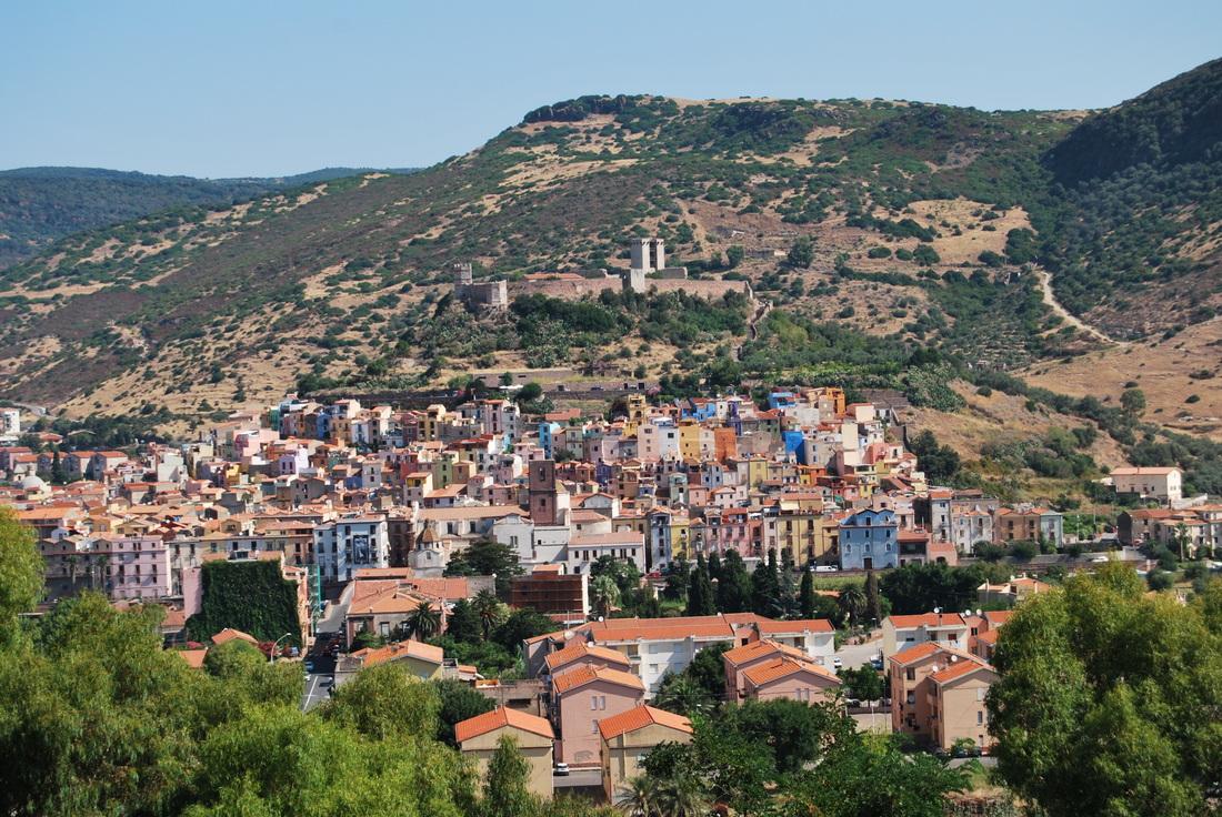 Blick von der Burg in Bosa
